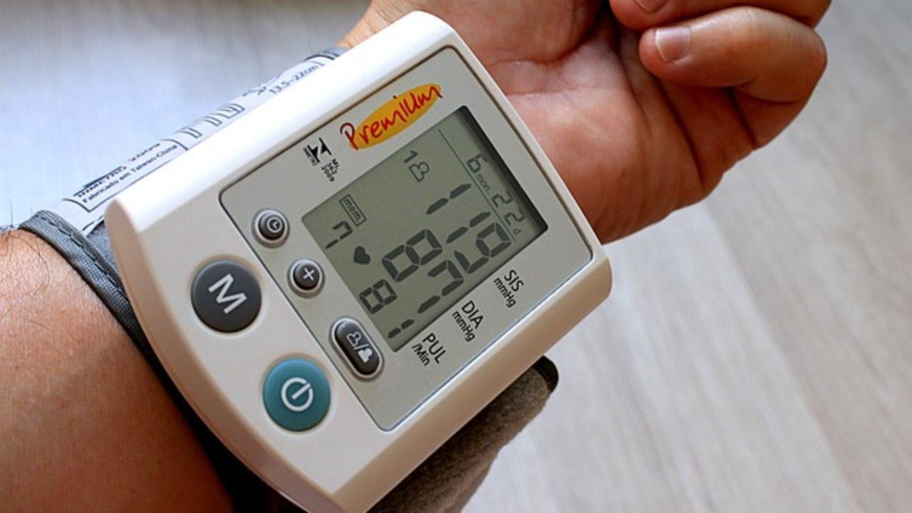 Qué causa que la presión arterial sea baja