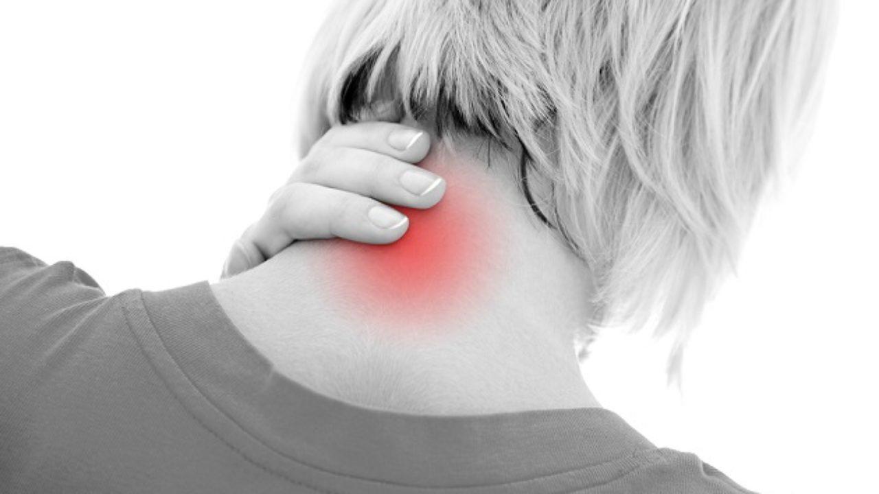 Dolor en la parte posterior de la cabeza hacia abajo del cuello