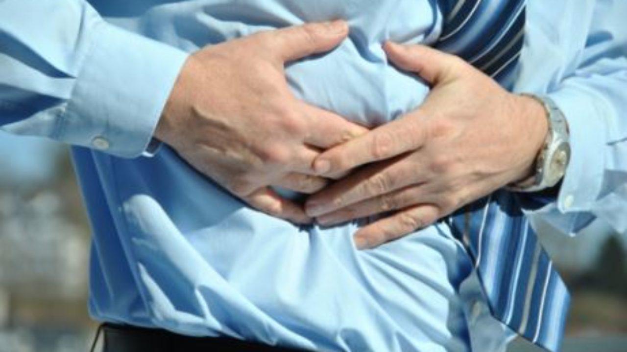 dolor intenso debajo de las costillas del lado izquierdo