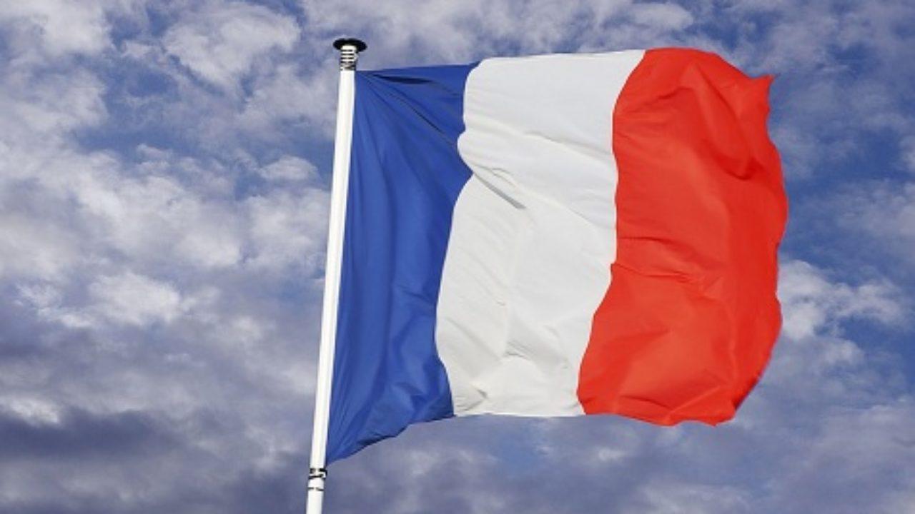 como es la bandera de francia y que significan sus colores